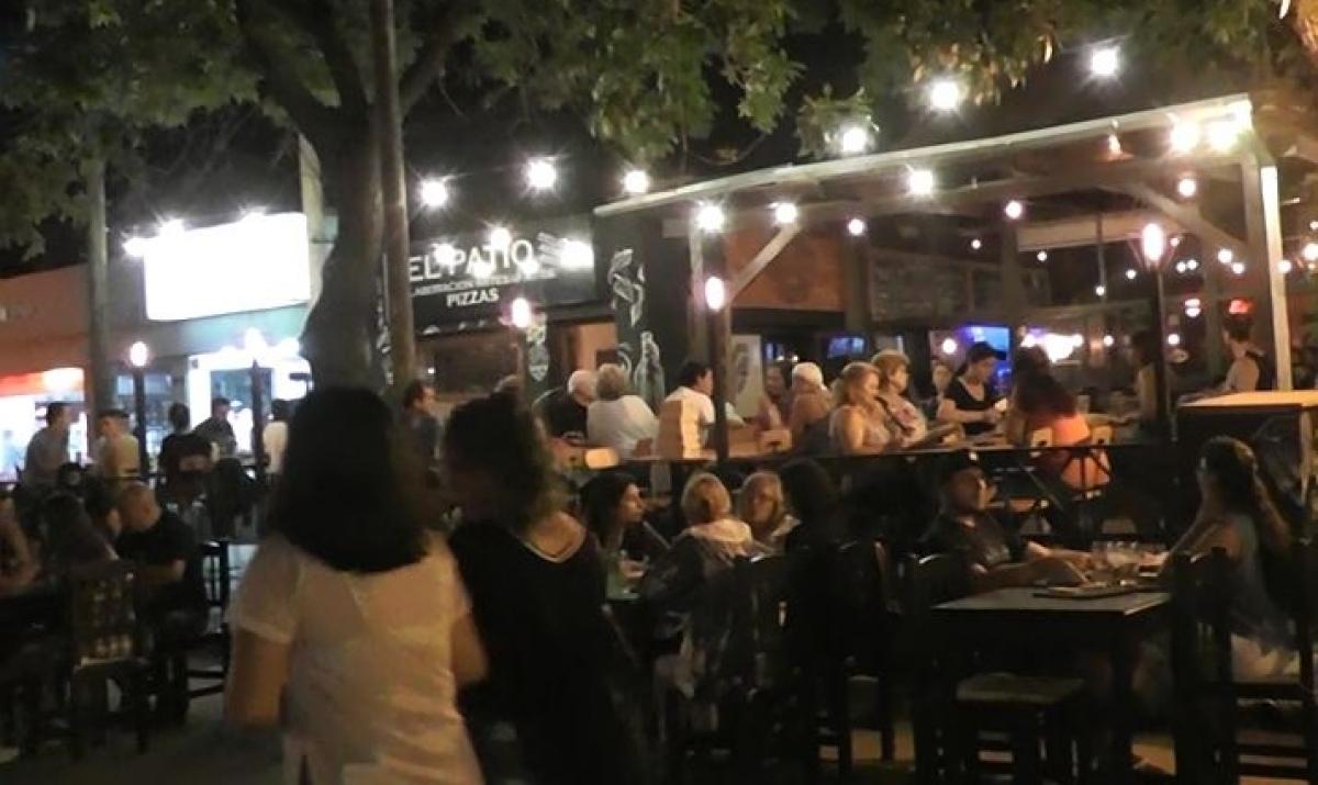 No hubo flexibilizacion en las restricciones para bares y restaurantes