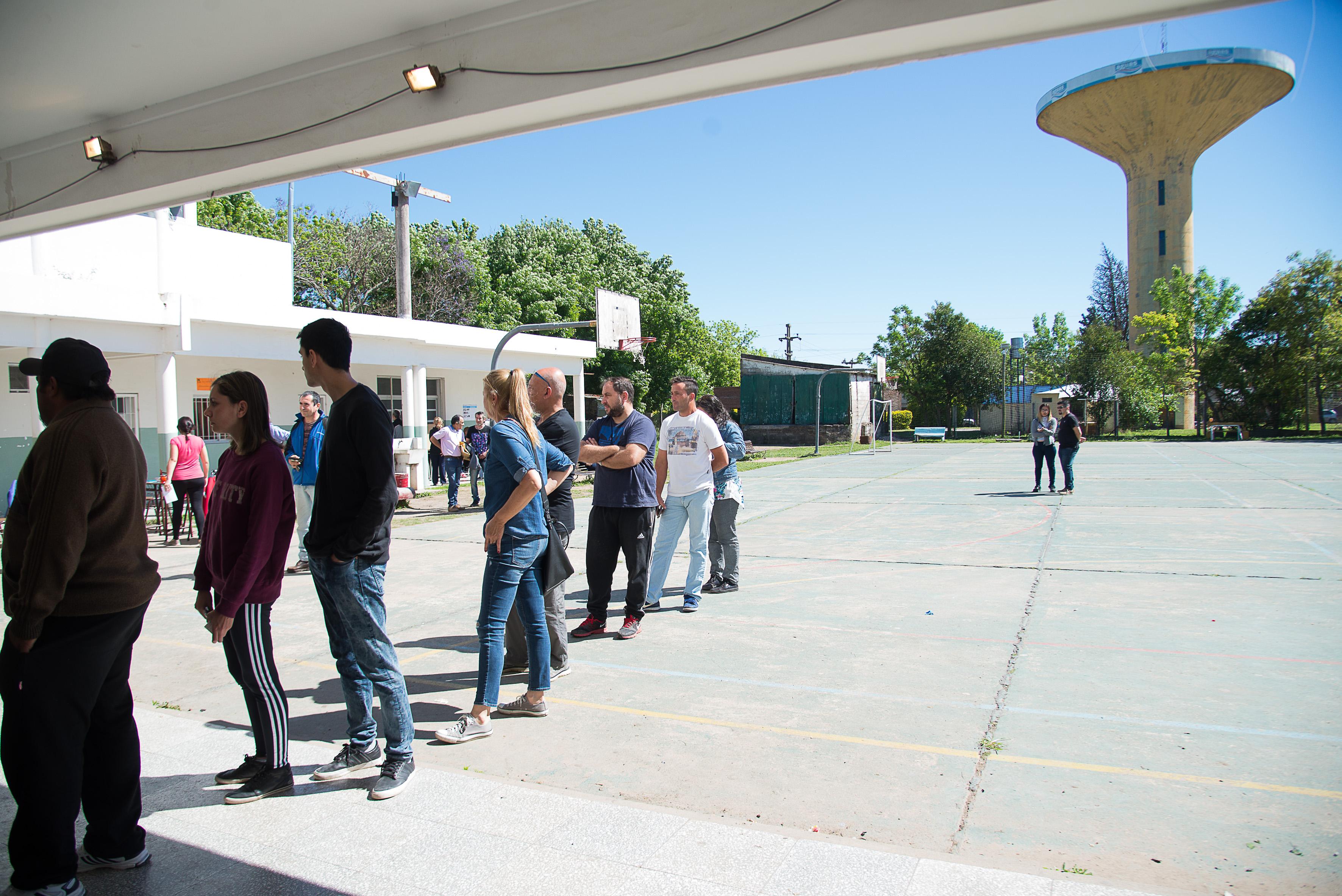 Ahora a esperar: Cierra la votación con una asistencia a urnas de más del 60%