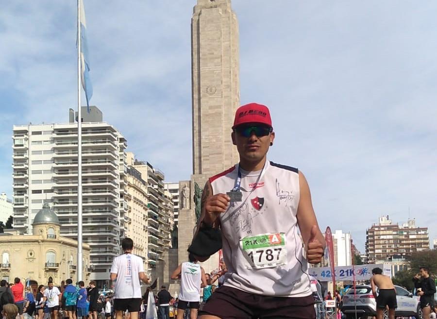 El funense que entrena corriendo a Ybarlucea a ver a su hija y se animó a su primera maratón
